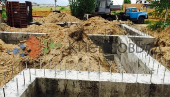 стрічковий фундамент для будинку